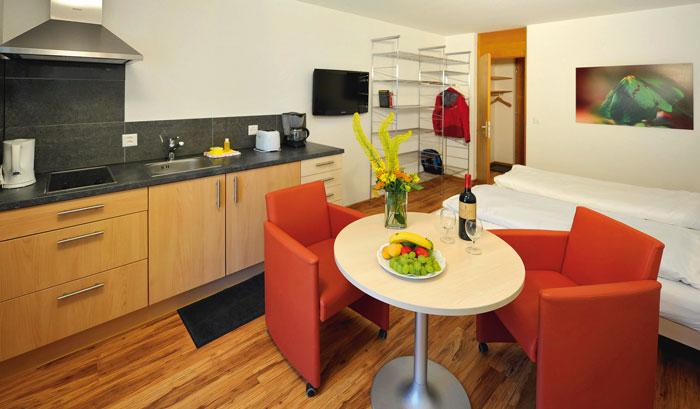 solaria feriensiedlung davos dorf wohnen wie daheim genuss wie im hotel artundreise. Black Bedroom Furniture Sets. Home Design Ideas